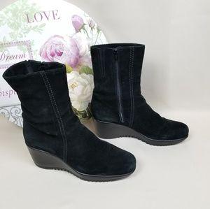 La Canadienne Black Suede Ankle Boots /Size: 9.5